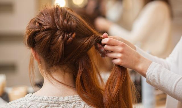 自来卷的头发适合什么发型 直来卷发型推荐